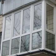 В Ростовской области малыш дорос до дверной ручки и запер мать на балконе