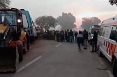 В Индии при столкновении автобуса с грузовиком погибли девять человек