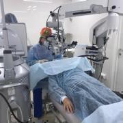 Хирурги «Три-З» первыми в ЮФО имплантировали пациенту новую модель искусственного хрусталика