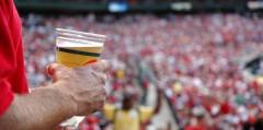 Комитет Госдумы согласен отменить запрет на продажу пива на стадионах