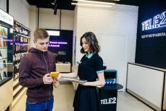 Tele2 развивает неоператорские сервисы в фирменных салонах связи