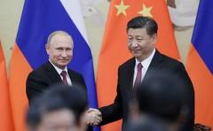 Си Цзиньпин поздравил Путина и россиян с Новым годом