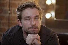 Актер Александр Петров признался в чувствах к 24-летней Стасе Милославской