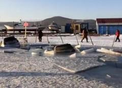 Во Владивостоке порядка 30 машин провалились под лед