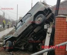В Донецке автомобиль донской погранслужбы при погоне влетел в стену жилого дома