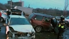 При ДТП с шестью авто в Волгограде пострадали три человека