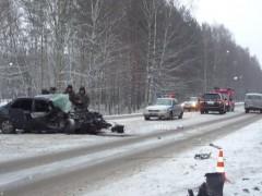 В Таганроге столкнулись грузовик и легковушка
