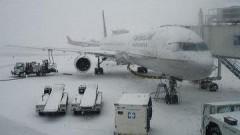 Ростовский аэропорт Платов, скованный снегопадом, возобновил работу