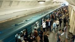 Психически нездоровая женщина прошла в тоннель московского метро