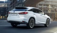 Lexus за 7 млн рублей угнали у москвички в Санкт-Петербурге
