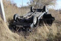 В Ростовской области машина вылетела в кювет и опрокинулась, трое пострадали
