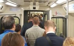 В московском метро две женщины устроили драку
