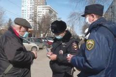 Донские полицейские проводят профилактические беседы о самоизоляции с местными жителями