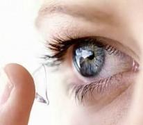 Опрос показал, что 54% россиян предпочитают контактные линзы
