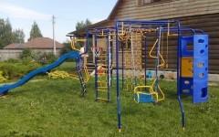 В Серпухове мужчина вышел на прогулку возле детской площадки голым