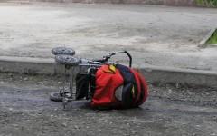 В Ростове-на-Дону водитель-пенсионер сбил коляску с годовалой девочкой на обочине дороги