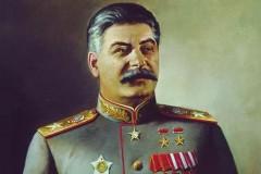В Москве 64-летний мужчина умер, вешая портрет Сталина на стену в подъезде