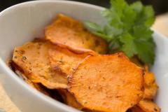 Умеренное употребление неопасно: диетолог развеял миф о вреде чипсов