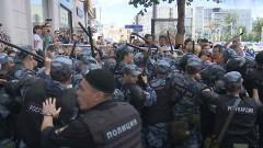 После массовых драк и погромов в Москве более 30 человек оказались в полицейских участках