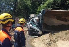 Сочинские спасатели деблокировали тело погибшего водителя из кабины самосвала