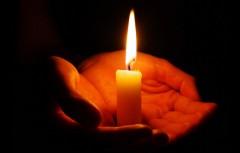 В Татарстане женщина поставила дома свечку и сожгла квартиру