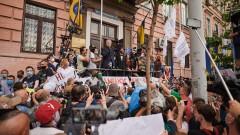Сторонники Петра Порошенко вышли на митинг против перемирия на Донбассе