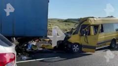 В Крыму при ДТП с микроавтобусам погибли восемь человек (+список)