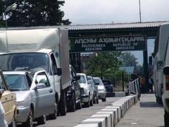 На границе с Абхазией пассажирский трафик в сутки достиг 30 тысяч человек