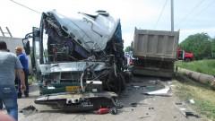 В Ростовской области автобус врезался в фуру, двое пассажиров пострадали