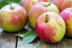 Диетолог: яблоки опасны для людей, страдающих гастритом и язвой
