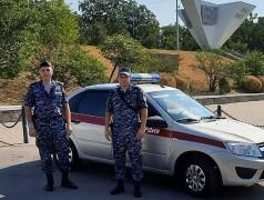 В Краснодаре росгвардейцы не допустили пожар в припаркованном автомобиле