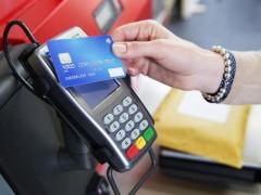 Объем безналичных платежей на юге России за полгода составил почти 700 млрд рублей