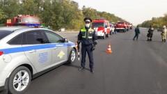Сотрудники Госавтоинспекции в Цимлянском районе из-за пожара производят отвод транспорта