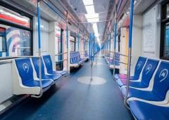 В метро Москвы мужчина набросился на женщину, покашлявшую без маски