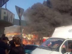 В Шахтах горит рынок у хлопчатобумажного комбината