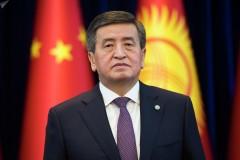 Президент Киргизии Сооронбай Жээнбеков сложил полномочия