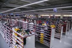 В Ростове таможенники выявили в магазине более 10 тысяч пар немаркированной обуви на 8 млн рублей
