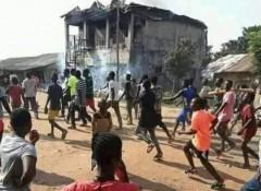 В Нигерии пастора обвинили в краже пенисов у семерых мужчин и сожгли дома