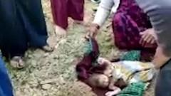 В Индии рабочий выкопал из земли младенца, похороненного заживо