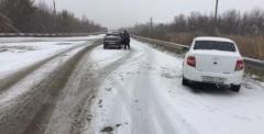 В Ростовской области инспекторы ГИБДД помогли водителю из Твери потушить загоревшийся автомобиль