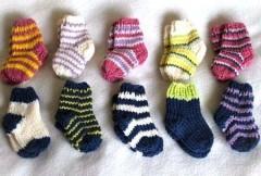 Сервис доставки еды Delivery Club скупает вязаные носки у бабушек