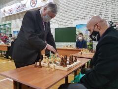 Заводчанин из Невинномысска сразился в шахматном турнире с Анатолием Карповым