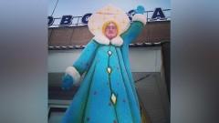 В Барнауле пугает людей памятник Снегурочке