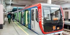 Женщина-машинист впервые стала у руля поезда метро Москвы