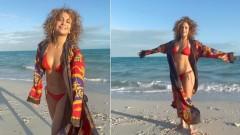 51-летняя Дженнифер Лопес сводит с ума поклонников кадрами в бикини на пляже