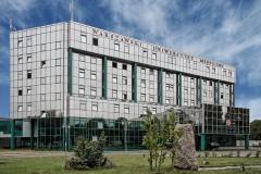 В Польше медуниверситету грозит крупный штраф за вакцинацию звезд без очереди