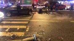 BMW вынесло на тротуар после ДТП в Петербурге
