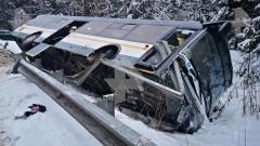 Автобус вылетел с заснеженной трассы в Подмосковье, пострадал водитель