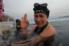 Москвичка Екатерина Некрасова проплыла без гидрокостюма подо льдом Байкала рекордные 85 метров
