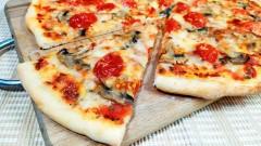 Двое мужчин набросились с ножом на доставщика пиццы в Москве